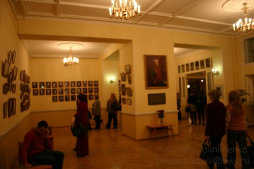 С 1966 года и на протяжение 25 лет театром руководил Рубен Сергеевич Агамирзян, народный артист СССР.  <...> Именно в этот период театр обрел творческое лицо, определил свой уникальный путь в искусстве.